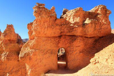 Tunnel durch den Fels