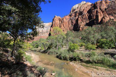 Der Emerald Pools Trail