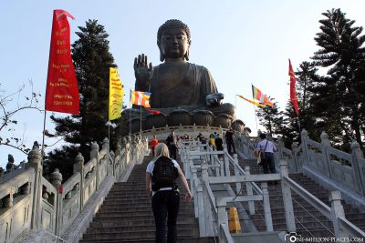 The way to the statue