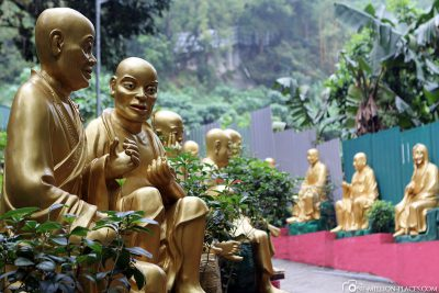 Der Weg zum Ten Thousand Buddhas Monastery