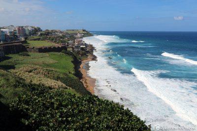 Blick entlang der Küste