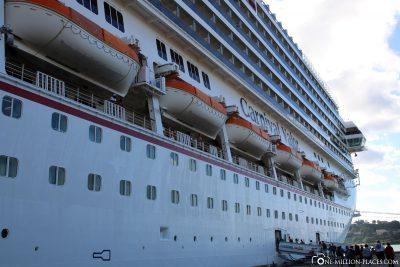 Carnival Valor im Hafen von Castries