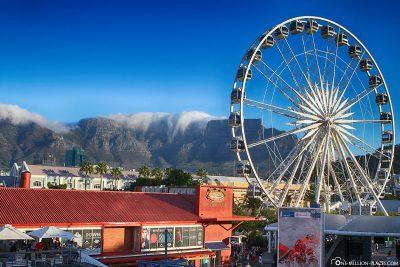 Riesenrad mit Tafelberg