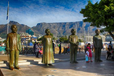 Die Bronzefiguren am Nobel Square
