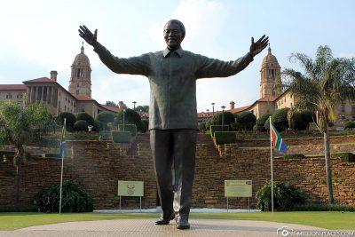 Bronzeskulptur Nelson Mandelas
