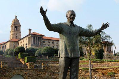 Die Statue von Nelson Mandela in Pretoria