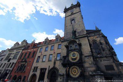 Das Rathaus mit der astronomischen Aposteluhr