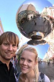 Die Mall's Balls