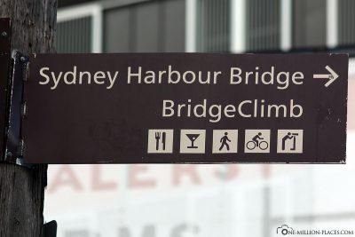 Wegweiser zur Sydney Harbour Bridge