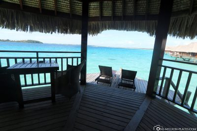 The terrace of the Overwaterbungalow