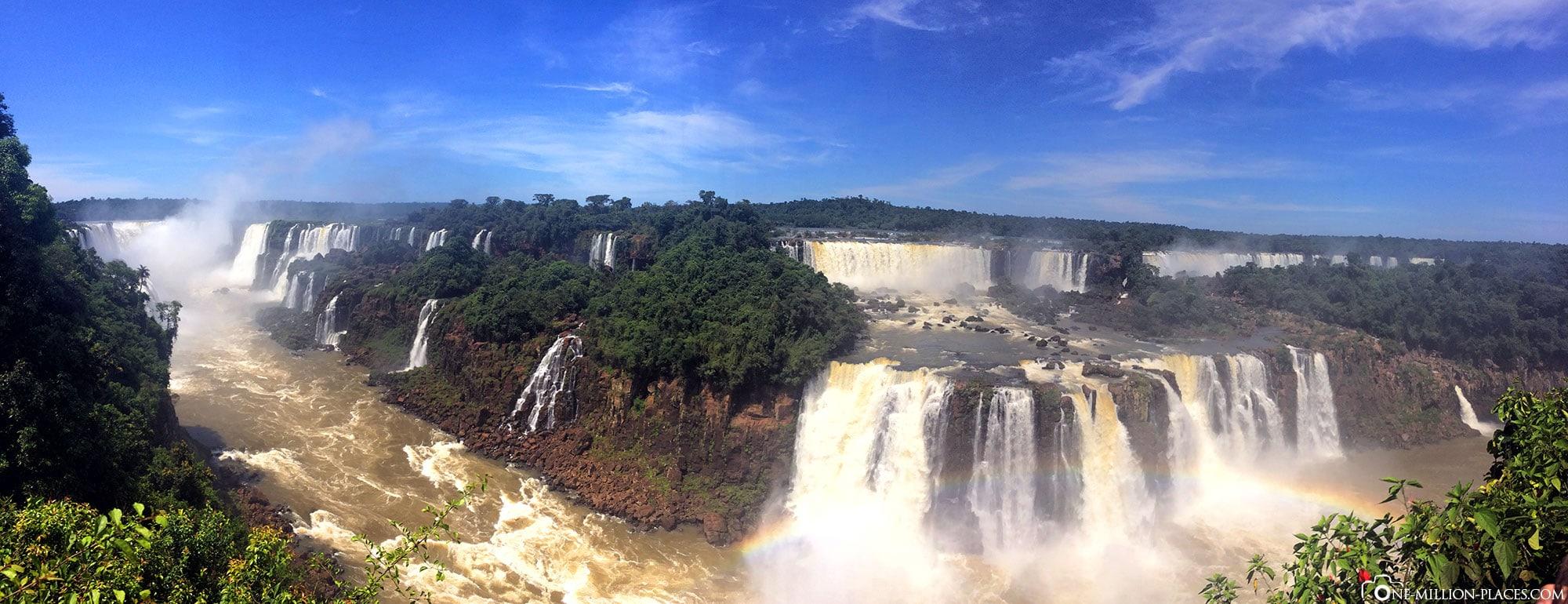 Panoramabild der Iguazu Wasserfälle