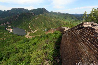 Bliack auf die Mauer und die Landschaft