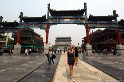 Die Zhengyang Brücke am Eingang der Qianmen Straße