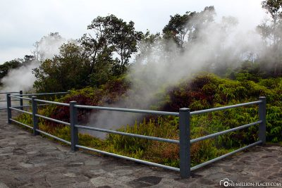 Rock crevices with hot steam