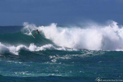 Surfer an der Nordküste von Oahu