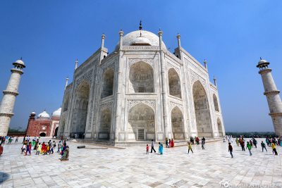 The Taj Mahal with 10mm wide angle lens