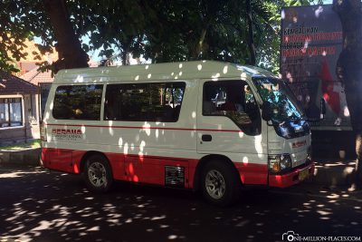 The bus from Perama Tour
