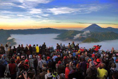 So voll kann es werden beim Sonnenaufgang am Mount Bromo