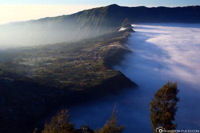 Der dichte Nebel bis zum Kraterrand