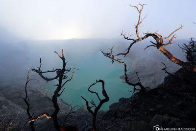 Der Kratersee Kawah Ijen