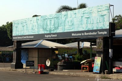 Der Eingang zum Borobudur Tempel