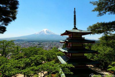 Die Chureito Pagoda mit dem Mount Fuji