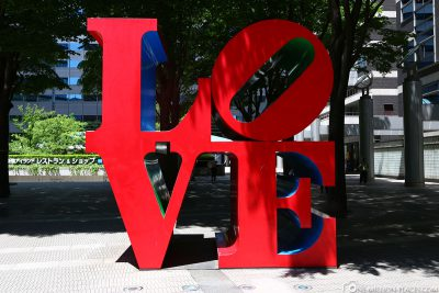 Die LOVE Skulptur von Robert Indiana in Tokio