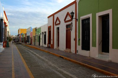The pretty colourful alleys in Campeche