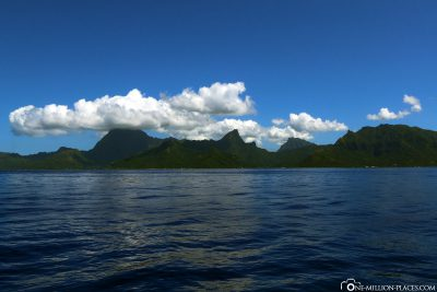 View from the ferry to Moorea