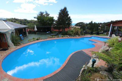 Der Pool im Kimi Ora Eco Resort