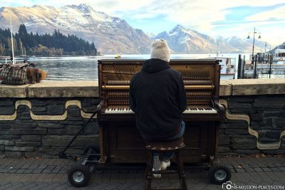 A piano player directly on the lake
