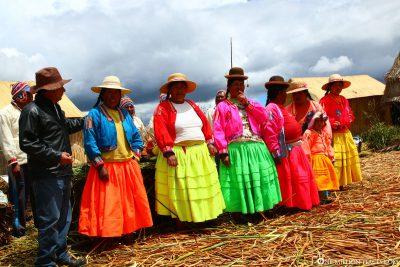 Traditionelle Kostüme der Uros