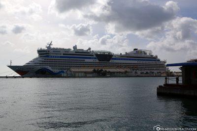 The AIDAdiva in the port of Aruba