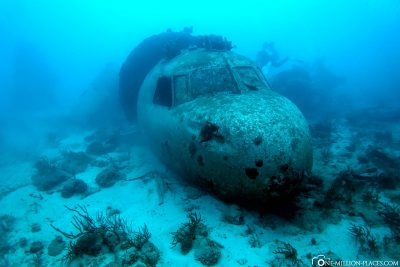 Diving on the aircraft Convair 400