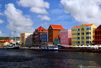 The colourful houses of the Handelskade
