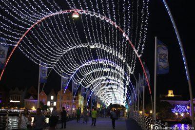 The Queen Emma Pedestrian Bridge at Night