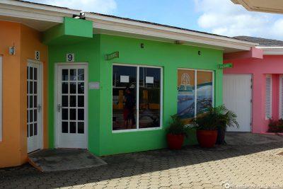 The AVIS rental station at the Megapier