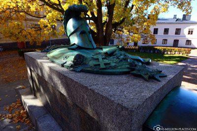 Das Grabmal von Ehrensvärd in dem großen Hof der Festung