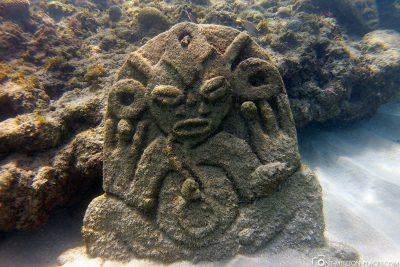 Steinplatten mit Gesichtern