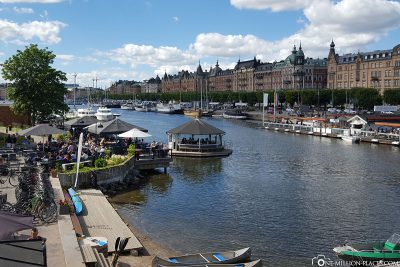 The beautiful location of the city by the water