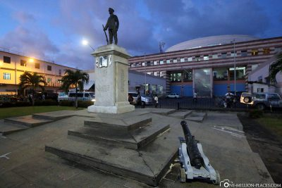 The monument at the old market