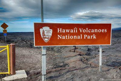 Der Eingang zum Hawaiʻi-Volcanoes-Nationalpark