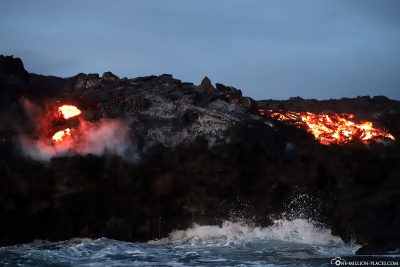 A second lava breakout on the cliffs