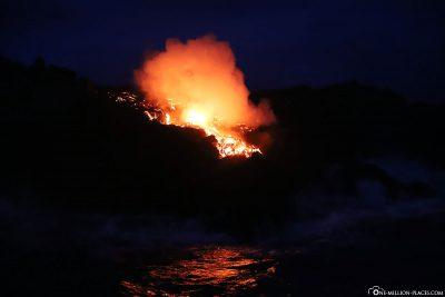 Dampfende Lava