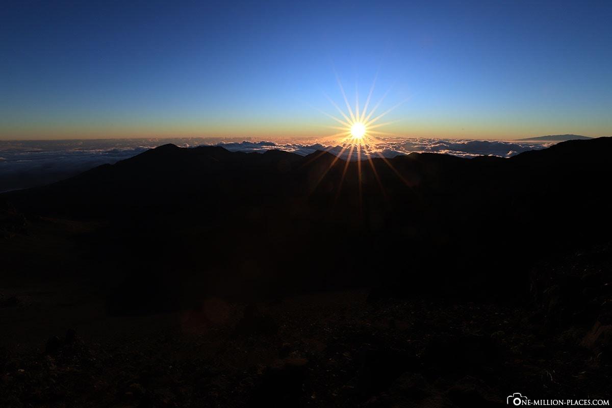 Sunrise at Heleakala, Puu Ulaula Summit, Red Hill, Best Place, , Haleakala National Park, Maui, Hawaii, USA, Travel report