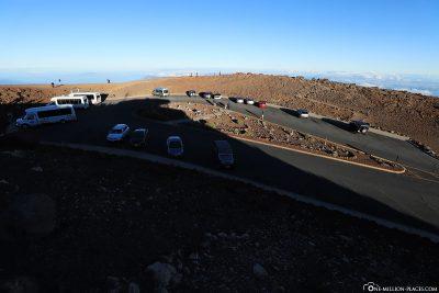 The parking lot at Puu Ulaula Summit
