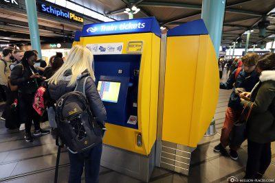 Ticketschalter für den Zug am Schiphol Plaza