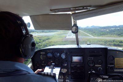 Anflug auf den Flughafen in Koror
