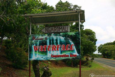 Der Eingang zum Ngardmau Wasserfall