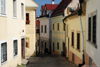 The way through the narrow streets to the castle